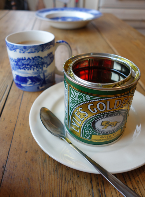 Open tin of Lyle's golden syrup