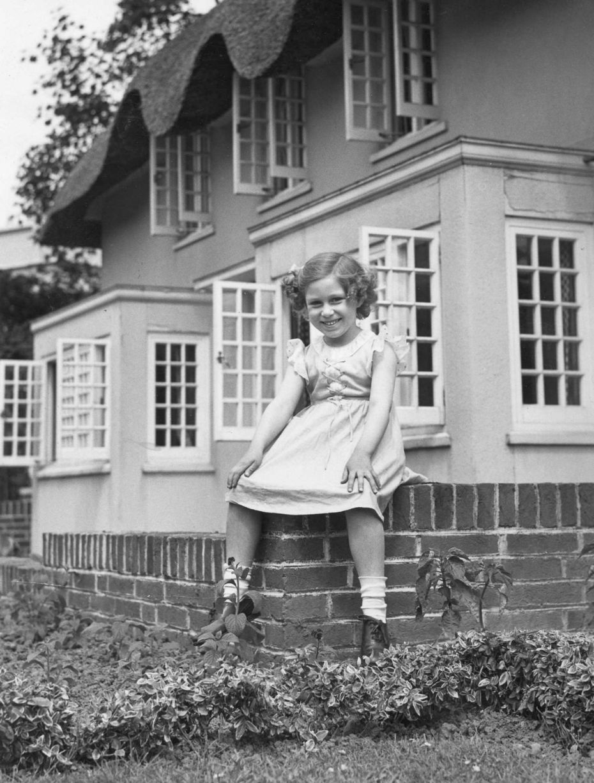 Queen Elizabeth and her Wendy house