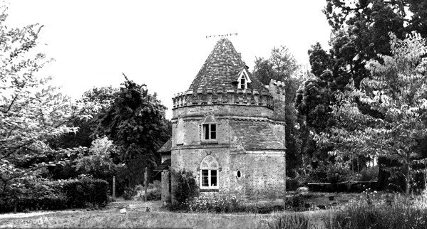 Grimsbury Tower in the 1960s.  Photo courtesy of Francis Frith.