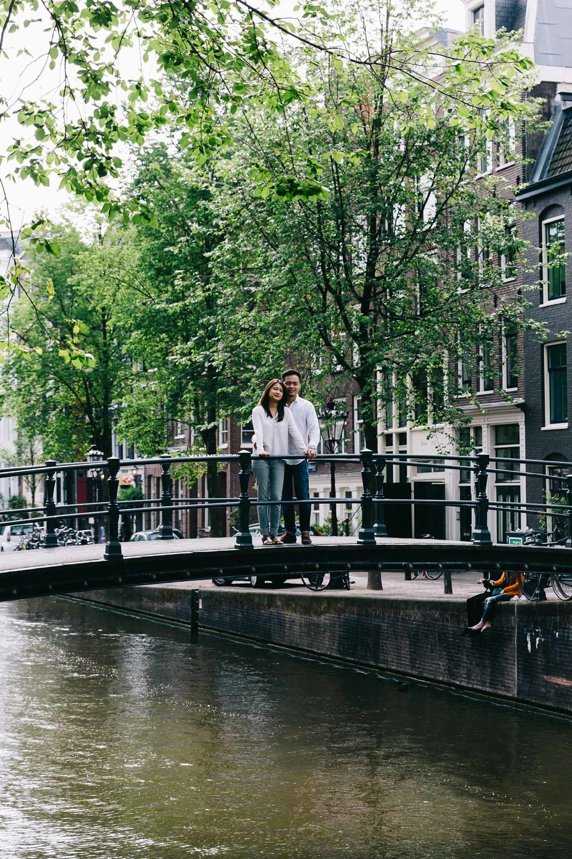 Love-shoot-engagement-Jordaan-Debbie-and-Robin-by-On-a-hazy-morning-Amsterdam-4.jpg