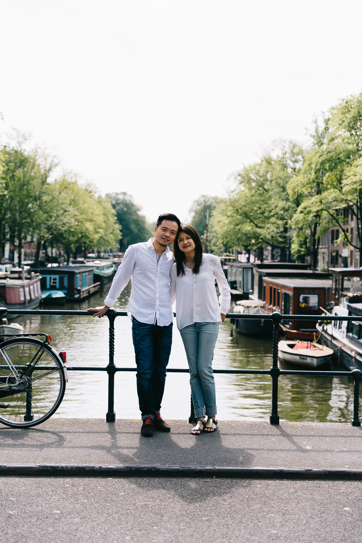 Love-shoot-engagement-Jordaan-Debbie-and-Robin-by-On-a-hazy-morning-Amsterdam-5.jpg