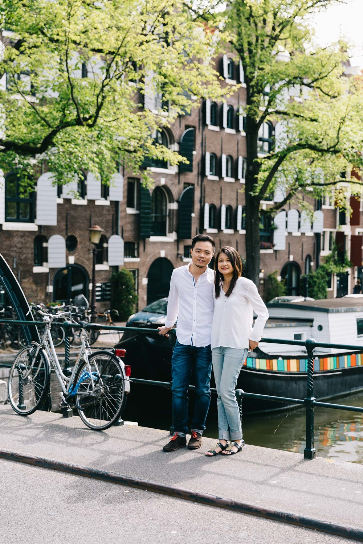 Love-shoot-engagement-Jordaan-Debbie-and-Robin-by-On-a-hazy-morning-Amsterdam-6.jpg