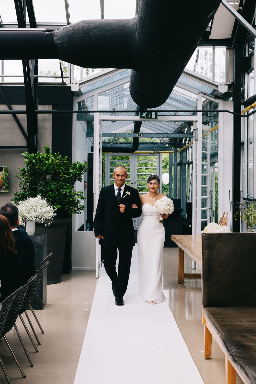 Urban-green-greenhouse-wedding-Ilina-and-james-restaurant-De-Kas-Amsterdam-by-On-a-hazy-morning-51.jpg