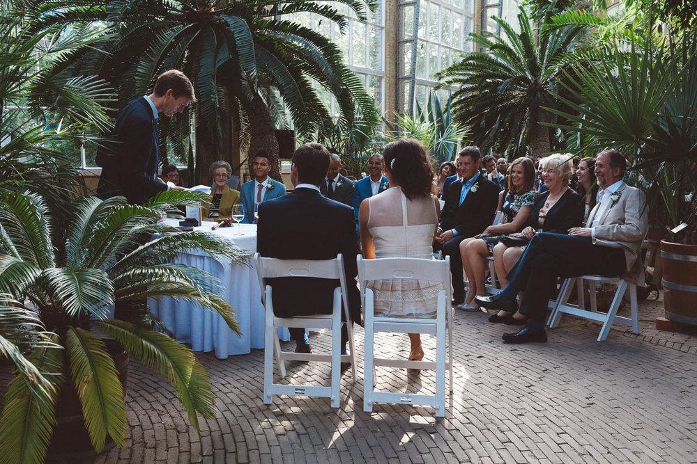 Wedding-photography-trouwfotografie-huwelijksfotograaf-Hortus-Botanicus-Amsterdam-On-a-hazy-morning-13.jpg