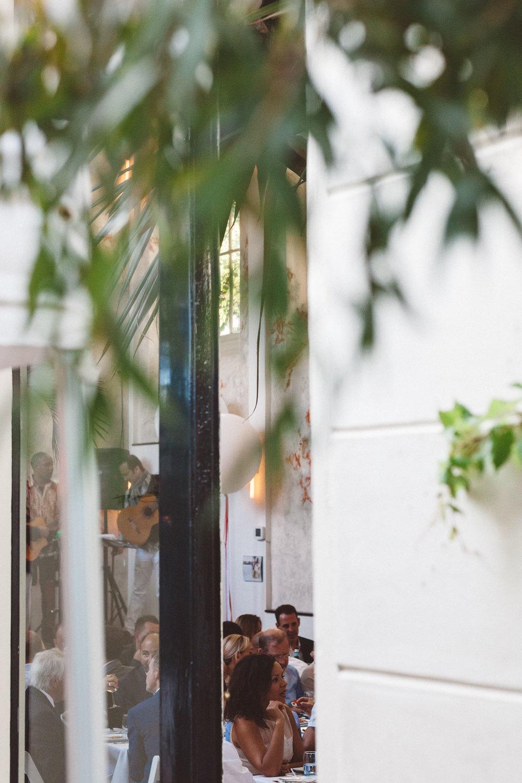 Wedding-photography-trouwfotografie-huwelijksfotograaf-Hortus-Botanicus-Amsterdam-On-a-hazy-morning-31.jpg