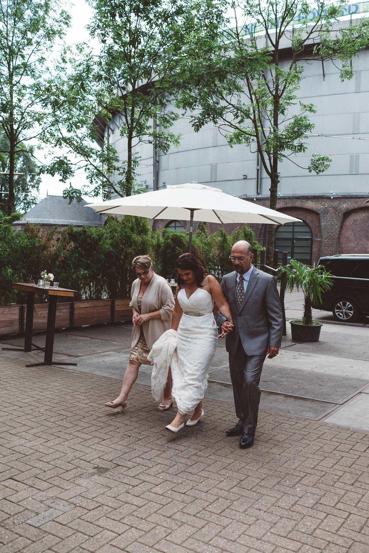 Wedding-Francesca-and-Nathan-photography-On-a-hazy-morning-Amsterdam019.jpg