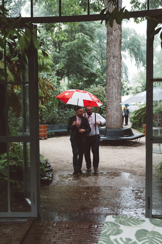 Wedding-Bethan-and-Mike-Hortus-Botanicus-photography-On-a-hazy-morning-Amsterdam020.jpg