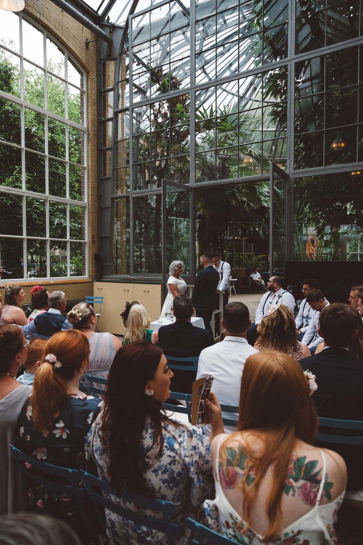 Wedding-Bethan-and-Mike-Hortus-Botanicus-photography-On-a-hazy-morning-Amsterdam061.jpg