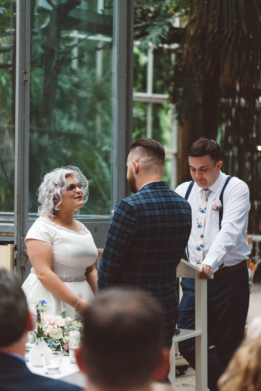 Wedding-Bethan-and-Mike-Hortus-Botanicus-photography-On-a-hazy-morning-Amsterdam064.jpg