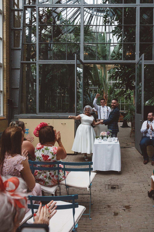 Wedding-Bethan-and-Mike-Hortus-Botanicus-photography-On-a-hazy-morning-Amsterdam092.jpg