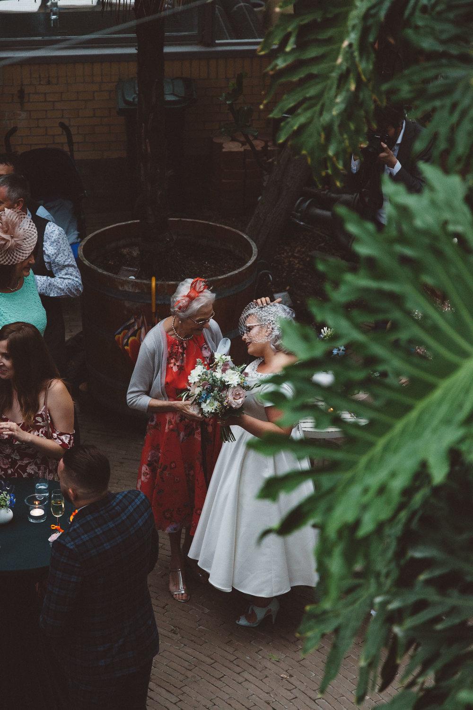 Wedding-Bethan-and-Mike-Hortus-Botanicus-photography-On-a-hazy-morning-Amsterdam101.jpg
