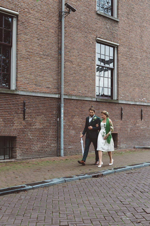 Bruiloft-Liselotte-en-Joram-fotografie-On-a-hazy-morning-weddings-LR086.jpg