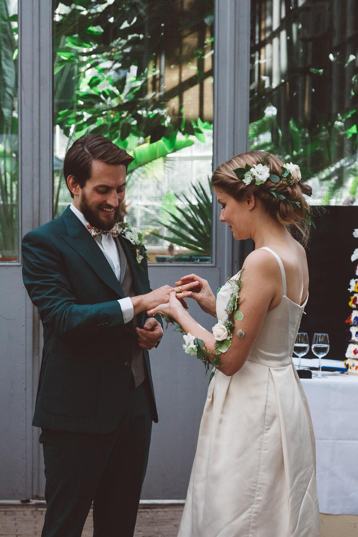 Bruiloft-Liselotte-en-Joram-fotografie-On-a-hazy-morning-weddings-LR204.jpg