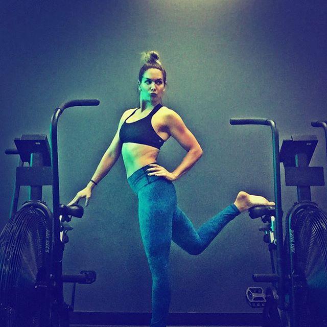 It's just a workout y'all... Don't take it too seriously! . . . . #fitness #fitspo #fitnessmotivation #workout #abs #summerbody #work #hot #hardbody #bikinibody #hollywood #gymlife #cardio #sweatmixfitness #pilates #fit #tone #yoga #assaultbike #gym #yogapants