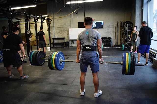 Feel #motivated enough to deadlift the @roguefitness spectrum! 💪🏼 Happy Monday!  #depot #crossfit #depothollywood #deadlift #motivationmonday #mcm #happymonday #rogue