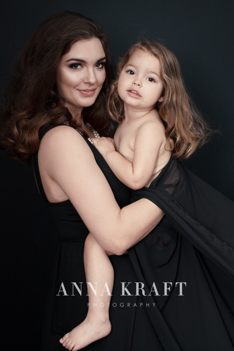 anna_kraft_photography_georgetown_square_studio_family_motherhood_daughter_portrait-35.jpg