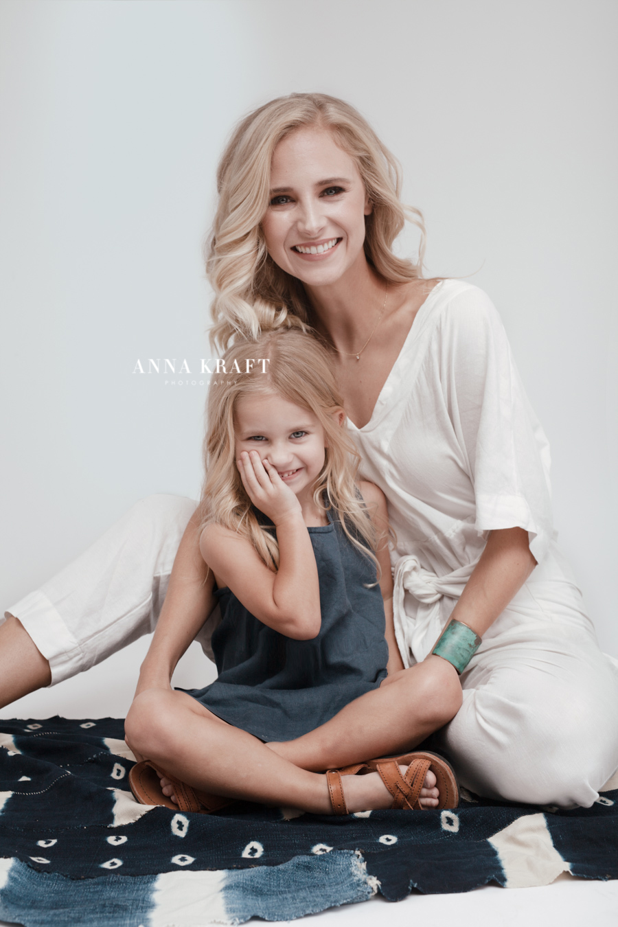 anna_kraft_photography_georgetown_square_studio_family_portrait_Christmas_walters_pictures-2.jpg