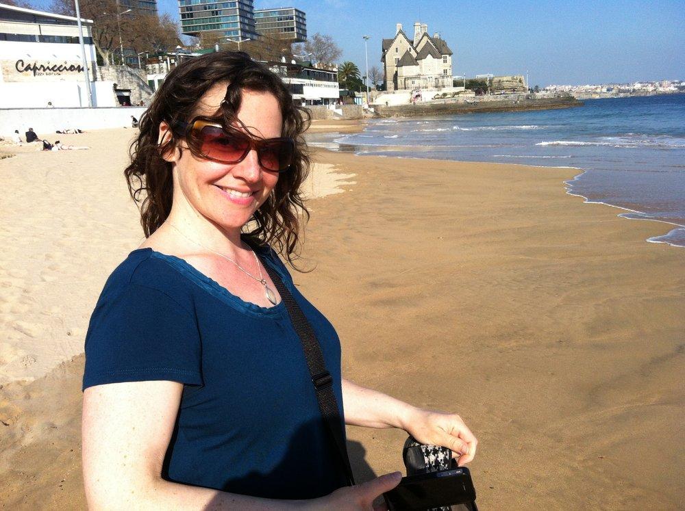 SHARRON MIRSKYAnimatrice d'ateliers - Sharron est une réalisatrice et animatrice graphique oeuvrant à Montréal. Elle aime raconter des histoires qui inspirent, motivent et nous connectent les uns aux autres. Sa démarche vise à mieux intégrer les animations graphiques aux oeuvres documentaires. Bien qu'elle maîtrise la plupart des outils technologiques d'animation, Sharron a un faible pour le style brouillon «fait à la main».Elle a obtenu son diplôme de l'université Concordia et a su se faire remarquer rapidement. Le film qu'elle a produit pour son baccalauréat a été présenté sur plus de 40 écrans à travers le monde et a remporté plusieurs prix. BLACKOUTraconte l'importante panne de courant nord-américaine de 2003. Depuis, elle travaille avec des artistes locaux, des compagnies de production documentaire, des OBNL et des centres artistiques. Son talent a donné vie à plusieurs récits touchants, et offert plus de visibilité à des organismes à travers la planète. Cliquez ici pour visiter son site.