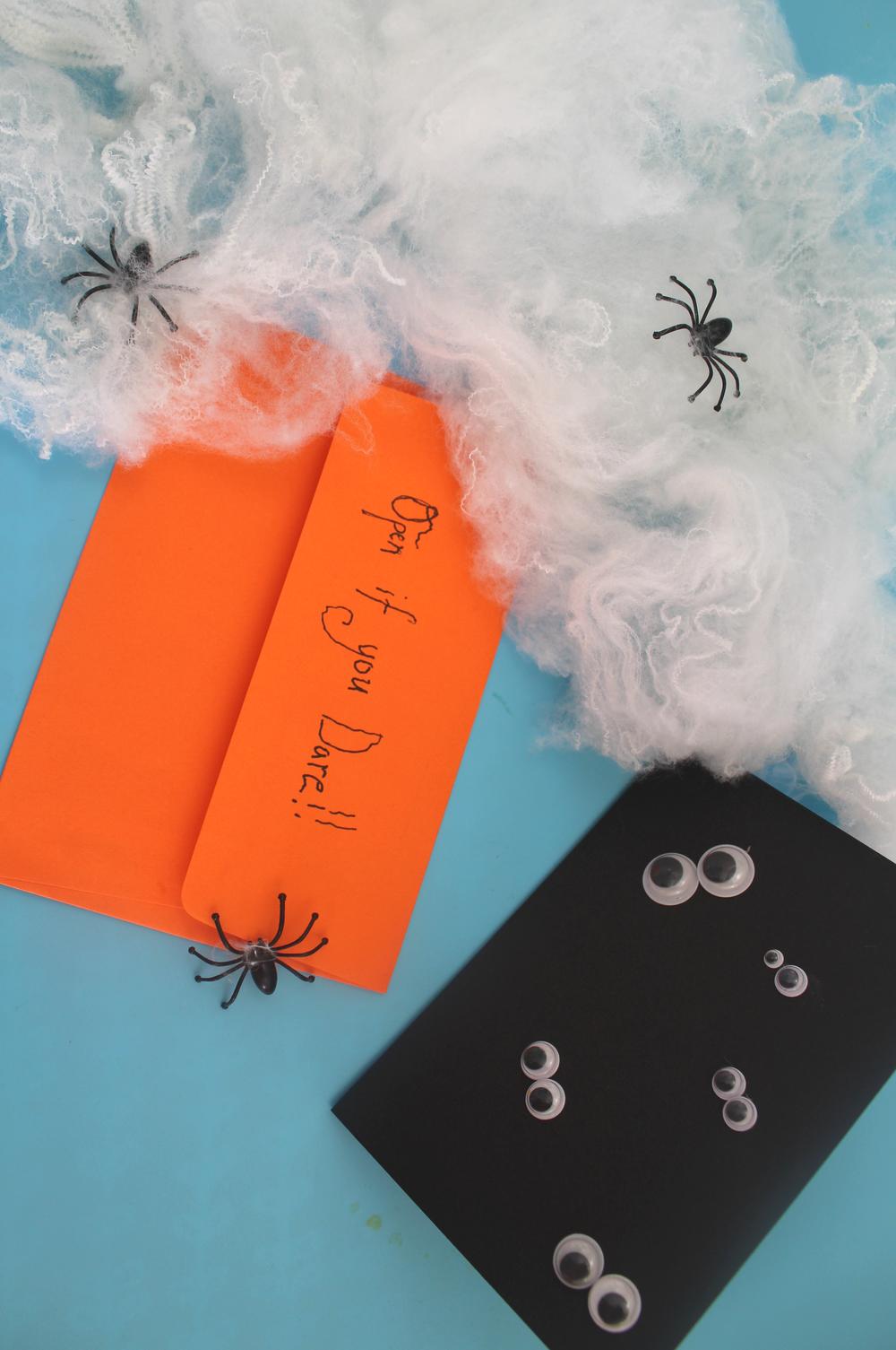 How to make a halloween invitation
