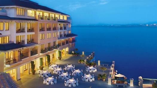 Monterey_Plaza_Hotel_Spa_usn_2.jpg