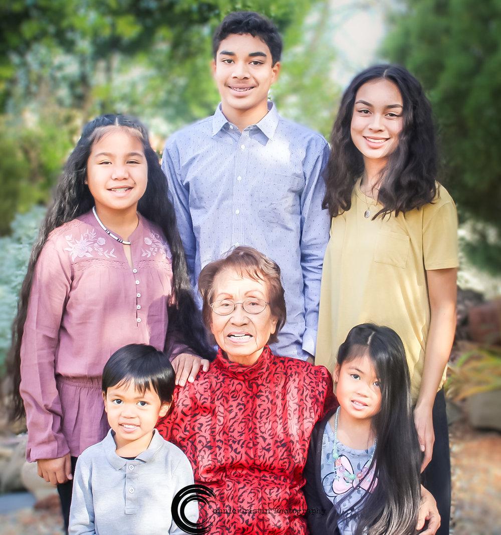 FAMILY PHOTOSHOOT WITH GRANDMA