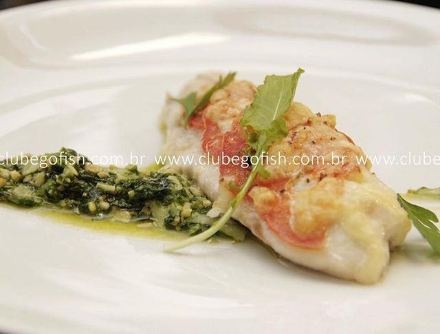 Filé de tilápia gratinada ao pesto de rúcula...😋🐟🐟🐟 #vidasaudavel #leve #boaforma #peixe #tilapiaemBH #comidaboa #comidadeverdade #instafood #gofish #clube