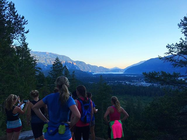 This is how we end our days in Squamish. Trail run with @caprarunning's first Ladies night trail group! Meets every Wednesday at the store at 6:15pm ✌🏻️