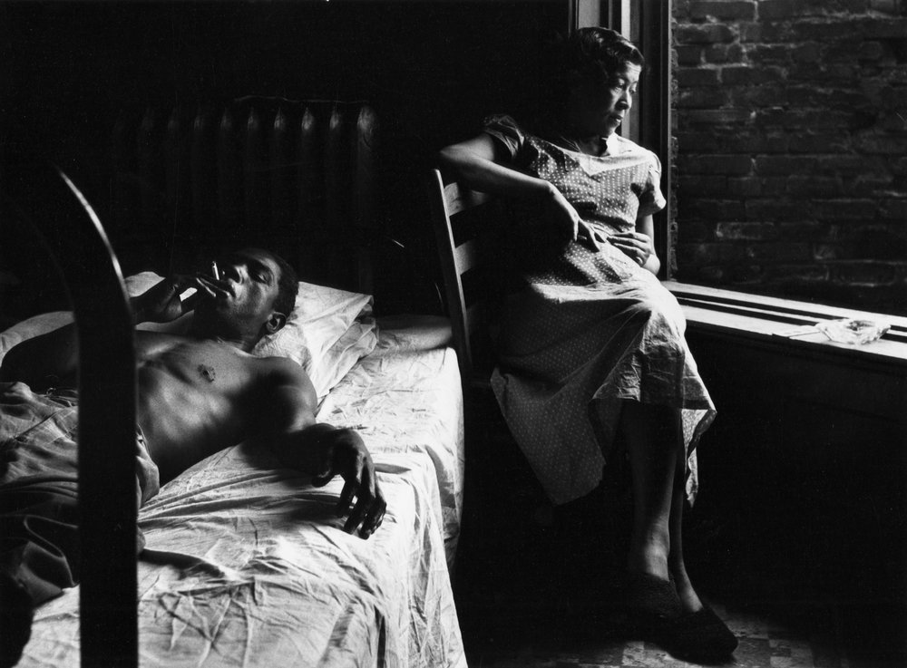 Gordon Parks, Tenement Dwellers, Chicago, Illinois, 1950, Museum of Fine Arts, Boston, Gift of the Gordon Parks Foundation, © The Gordon Parks Foundation.