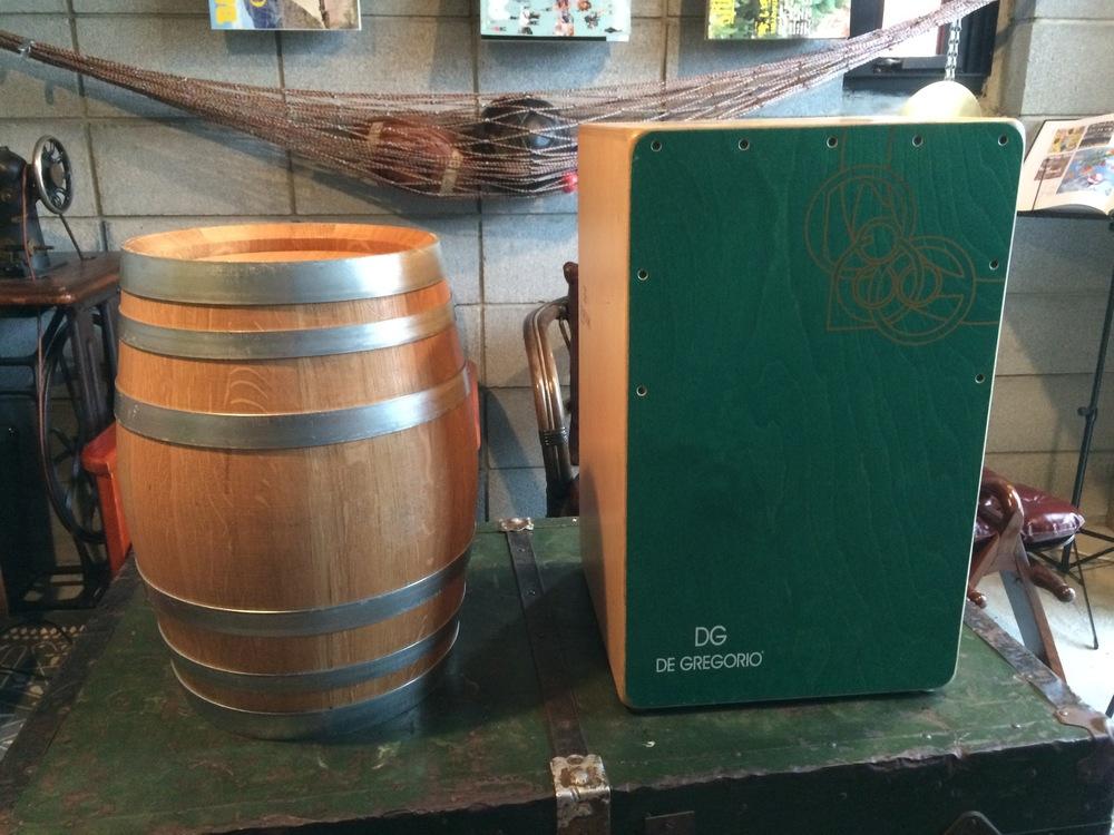 おそらく右がカホン。だとすると左が樽です。一見では違いはわかりませんね。