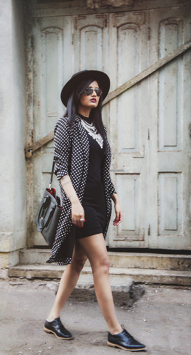 The-Chic-Armoire-by-Nidhi-Kunder-Monochrome-10