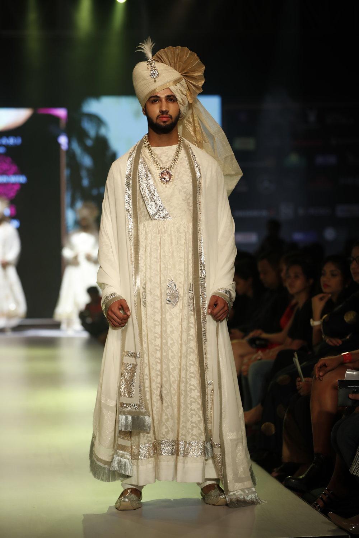 6th edition - Pune Fashion Week 2016, Model in Designer Ashok Maaney collection.JPG