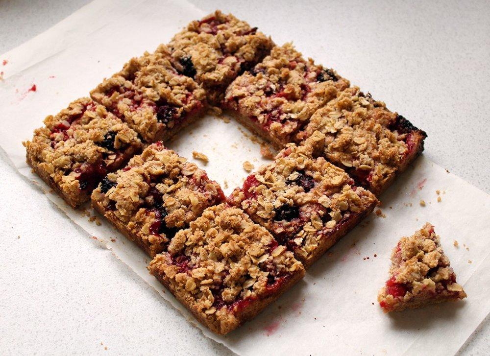 strawberry-crumble-bars-3-1024x744.jpg
