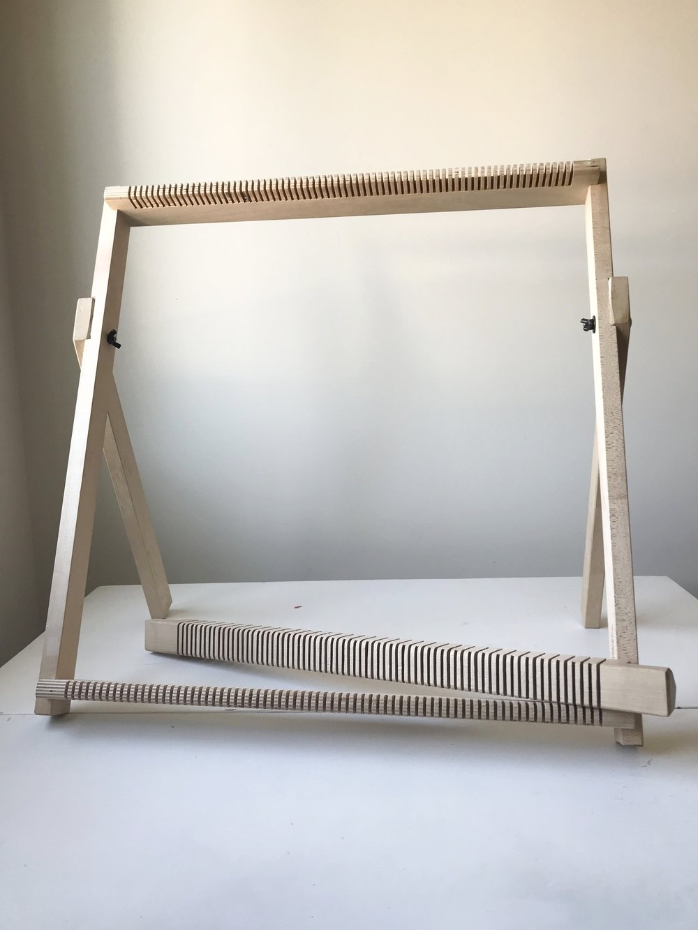 Frame loom with rotating heddle