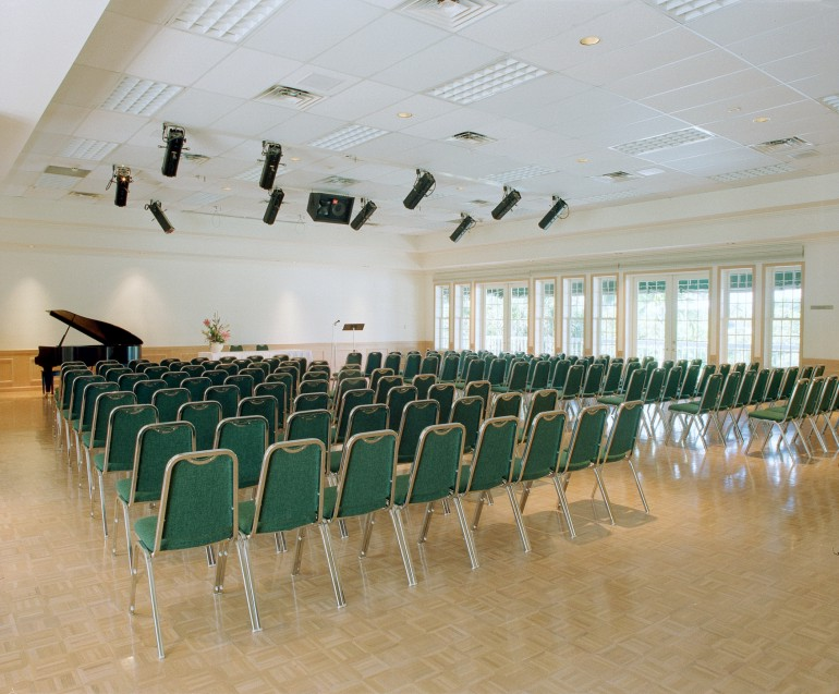 The ballroom accommodates 150 people for theater-style events. It is an ideal space for recitals, chamber concerts, and choral events.