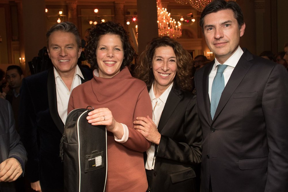 Our founder Eva (2nd from left) with actors Alfons Haider and Adele Neuhauser and Robert Zadrazil, CEO of Bank Austria, at a gala where we received a 10,000 Euro award.