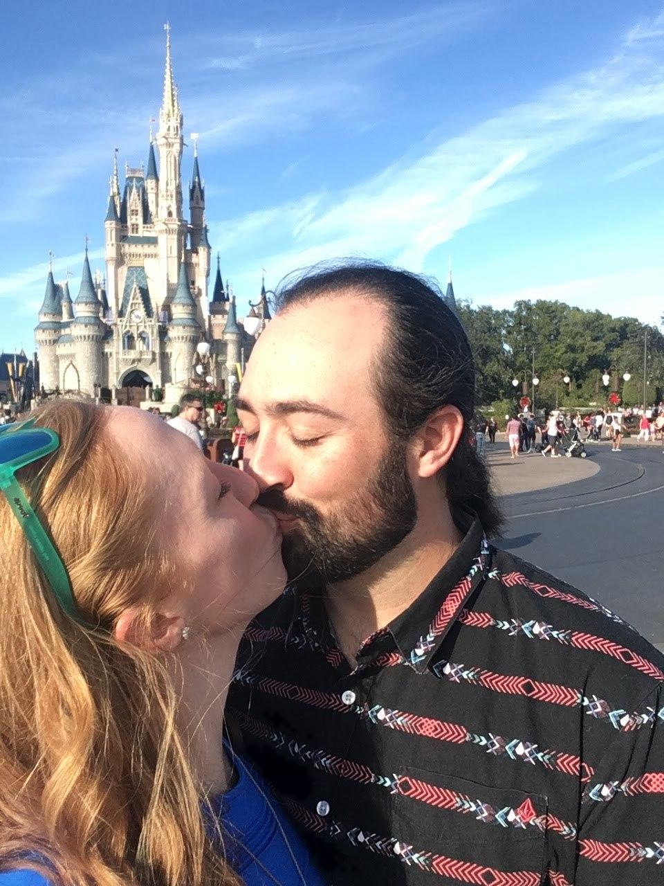Castle smooches!