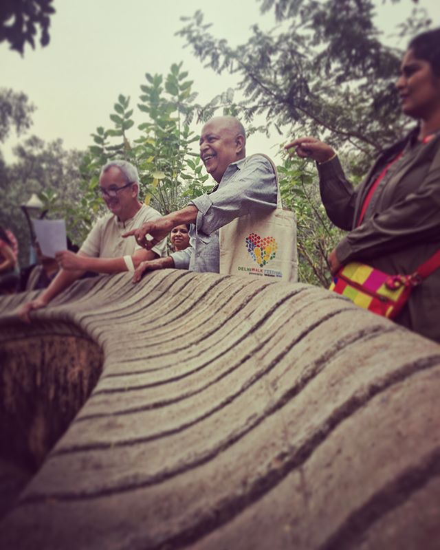#Designing the #gardenoffivesenses #walk with the man behind this city marvel himself #PradeepSachdeva taking a group explaining the artists mind and the landscape that was. A special one at #delhiwalkfestival. Stay tuned to delhiwalkfestival.com for round the year excitements.  @salt_xp #saltxp #andazdelhi #flyswiss #ishqfm #socialoffline #letsimagine