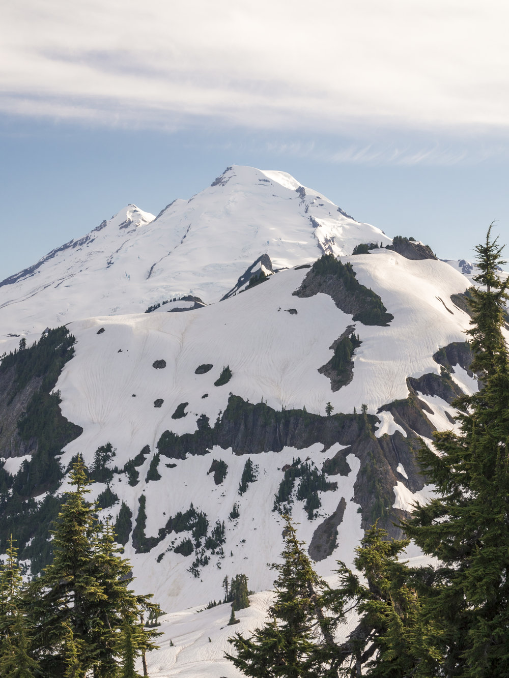 Tall_Portrait_of_Mount_Baker_on_Sunny_Day_in_Washington_State.jpg