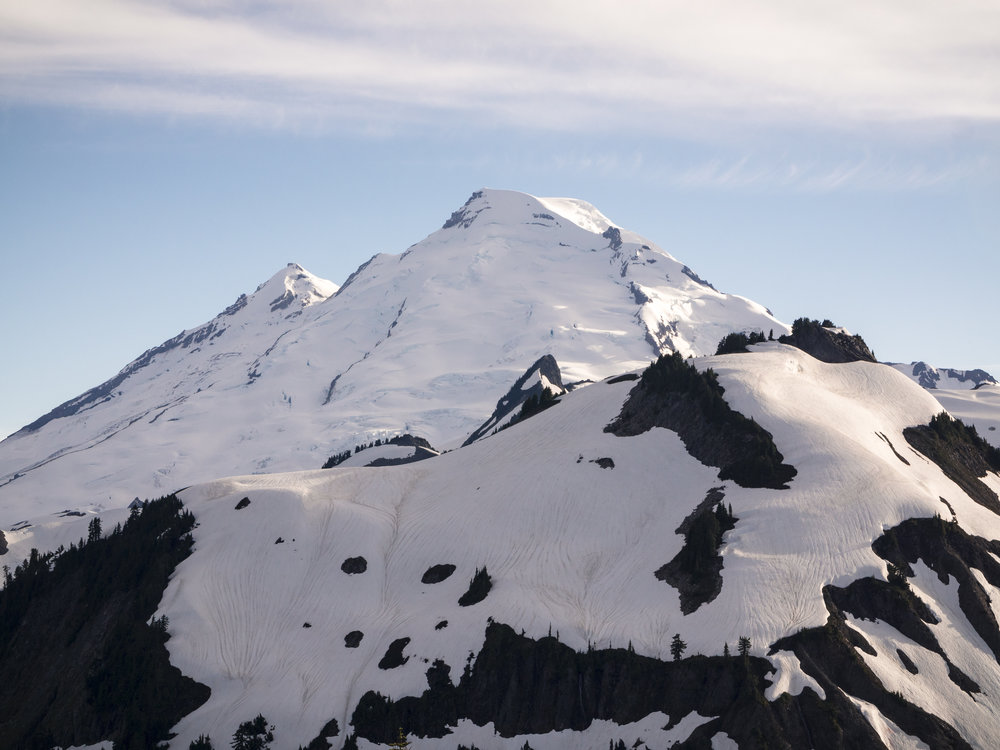 Top_of_Mount_Baker_in_Pacific_Northwest_on_Sunny_Day.jpg