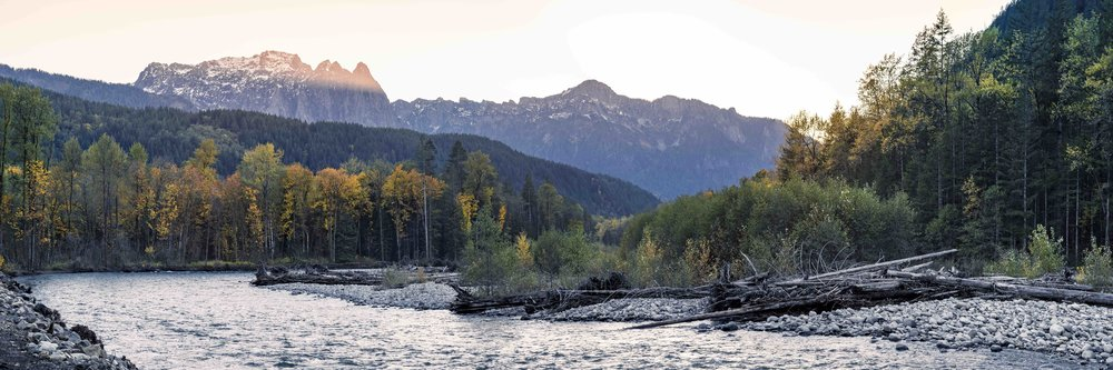 Pacific_Northwest_Fall_Season_Landscape_of_Mountain_River_and_Autumn_Color_Trees_.jpg