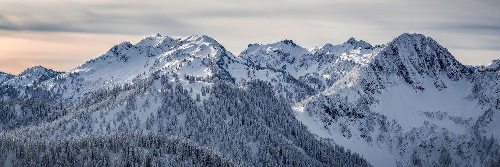 Cascade_Mountain_Range_Winter_Snow_Panorama_in_Dramatic_Vibrant_Lighting.jpg