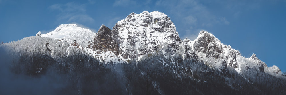 Snowy_Mountain_Cliffs_and_Blue_Sky_Panorama.jpg