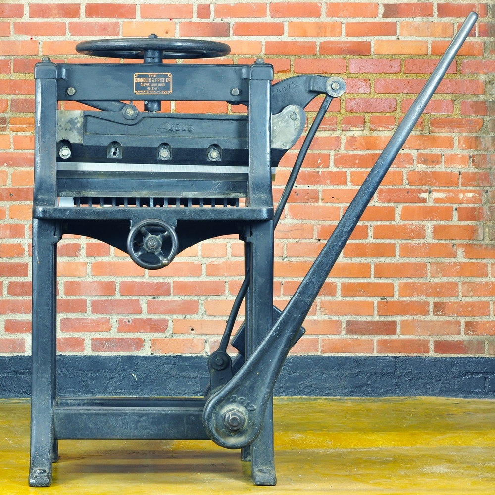 CLASH : CAST IRON GUILLOTINE CUTTER