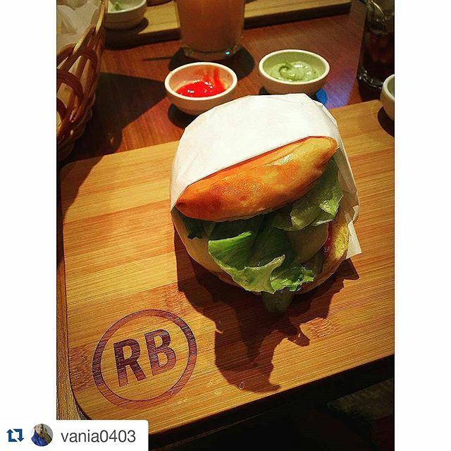 Se liga nesse Real que a @vania0403 mandou pra dentro!! Vem que segunda também é dia de burger! Está de dieta?! Manda uma saladinha! 👌  #Repost @vania0403 with @repostapp ・・・ Hungry 😜