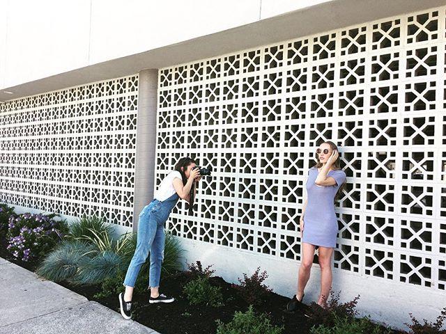 Walls glow! Running around Oakland with @sarah_arnett, @dezdoesmakeup, and @aprilmayjewelry 🙌🏼