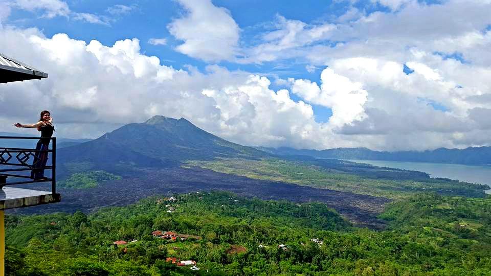 kintamani volcano open arms.jpg