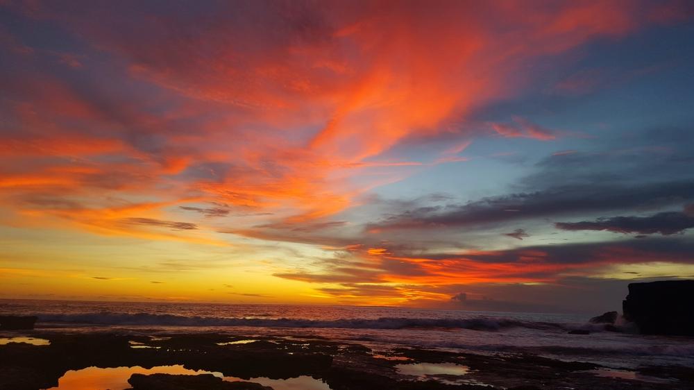 stunning tanah lot sunset.jpg