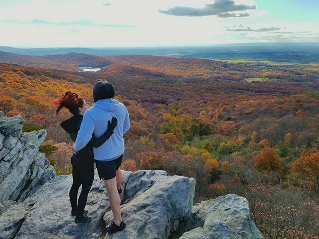 So #grateful to live in such a beautiful place. This incredible view is only an hour drive from our home! I love the vibrant fall colors 🍁🍃🍂 #annapolisrock #appalachiantrail #nature #determination #maryland #usa #enjoythejourney #trailrunning #hiking #fightdepression #beauty #autumn #gratitude #hardwork #getoutside #mentalhealth #getoutdoors #antianxiety #healthy #nevergiveup #adventure