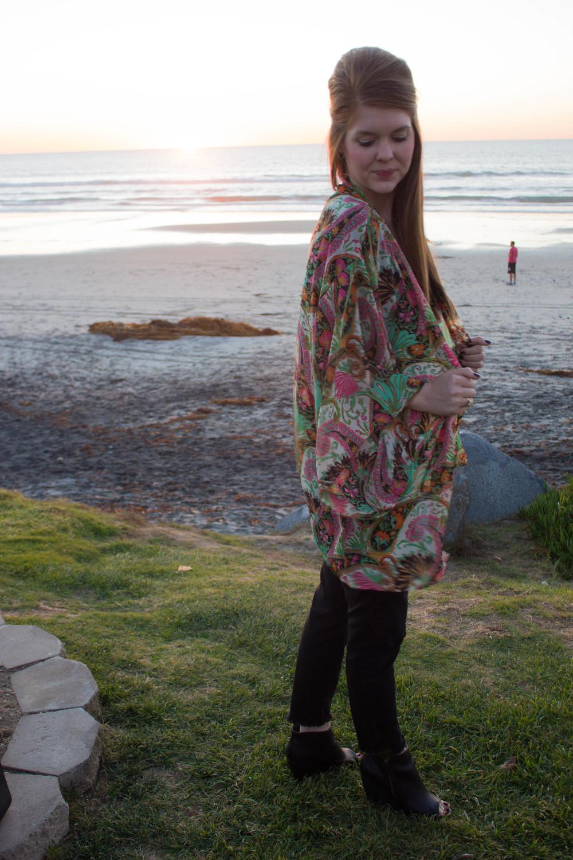 show me your mumu texas kimono palace paisley, pistola ripped black jeans, BC wedges, Kendra Scott Earrings