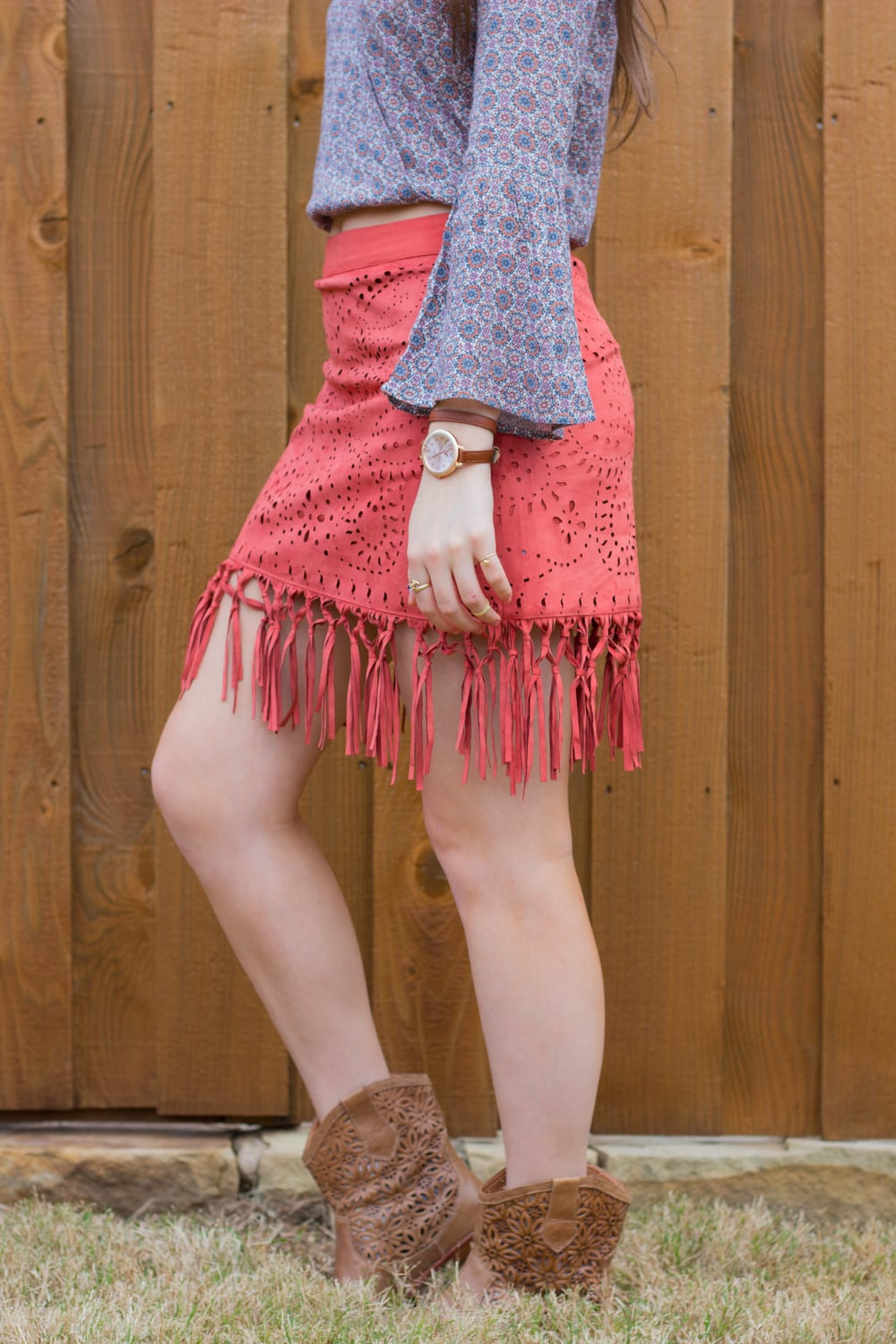 american eagle peasant top, suede fringe skirt, anthropogie cutout booties, kendra scott earrings